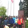 Pod jedynym w Polsce pomnikiem ks.Karola Wojtyły w Niegowici