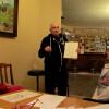 Andrzej prowadzi warsztaty rysunkowe